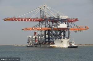 Arrivée de deux portiques de manutention à Dunkerque